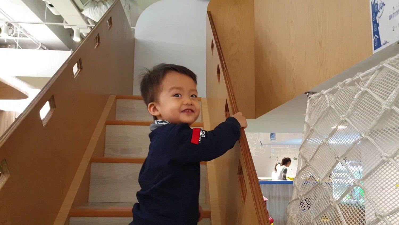正在爬樓梯的歡喜