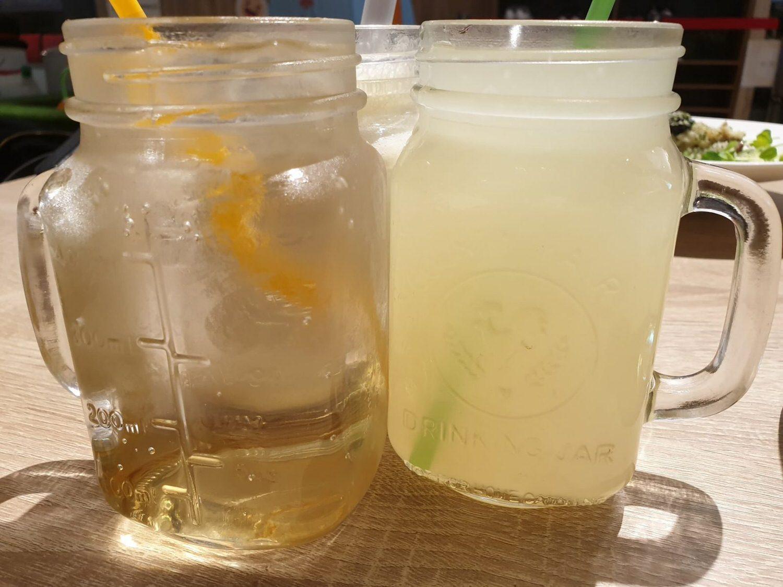 花蜜氣泡飲(左)蜂蜜檸檬汁(右)