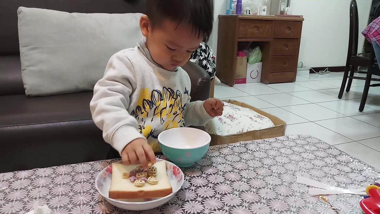 薌園糙米脆米果-夾吐司吃法
