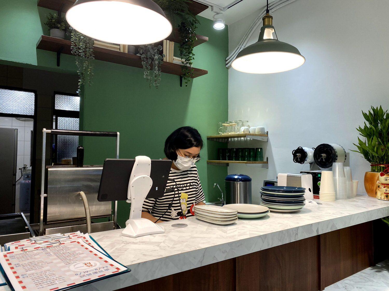 初發-整潔明亮的櫃檯